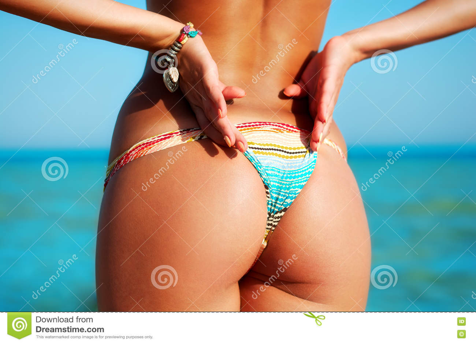 Sexy Rug Van Een Mooie Vrouw In Bikini Op Overzeese