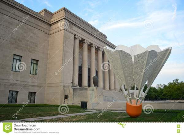 Shuttlecocks Nelson Atkins Museum Editorial - Of Hall Giants 73502972
