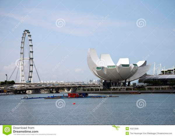 Singapore Flyer And Science Art Museum Stock - 43213566