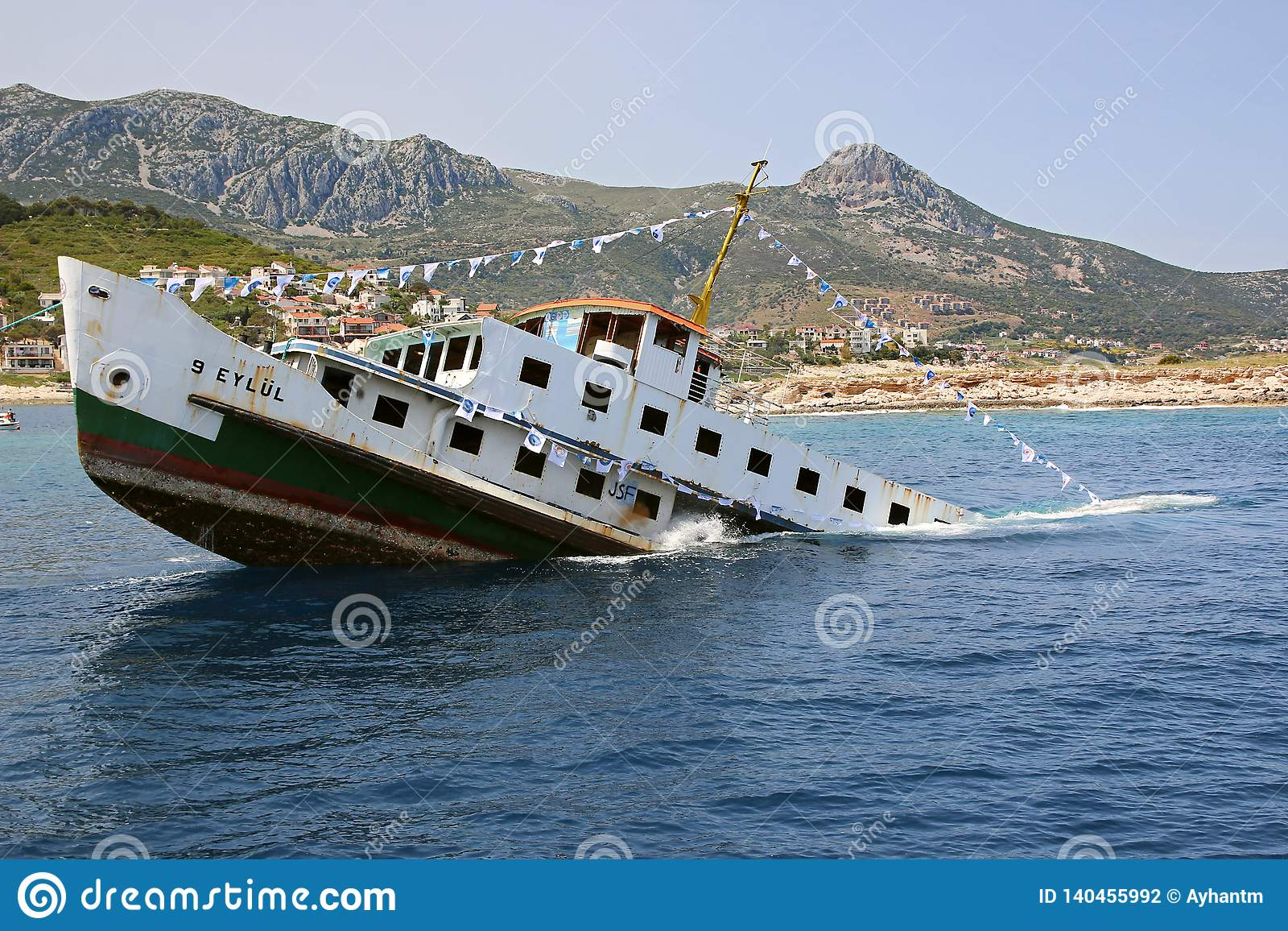 Old Sinking Boat Royalty Free Stock Image