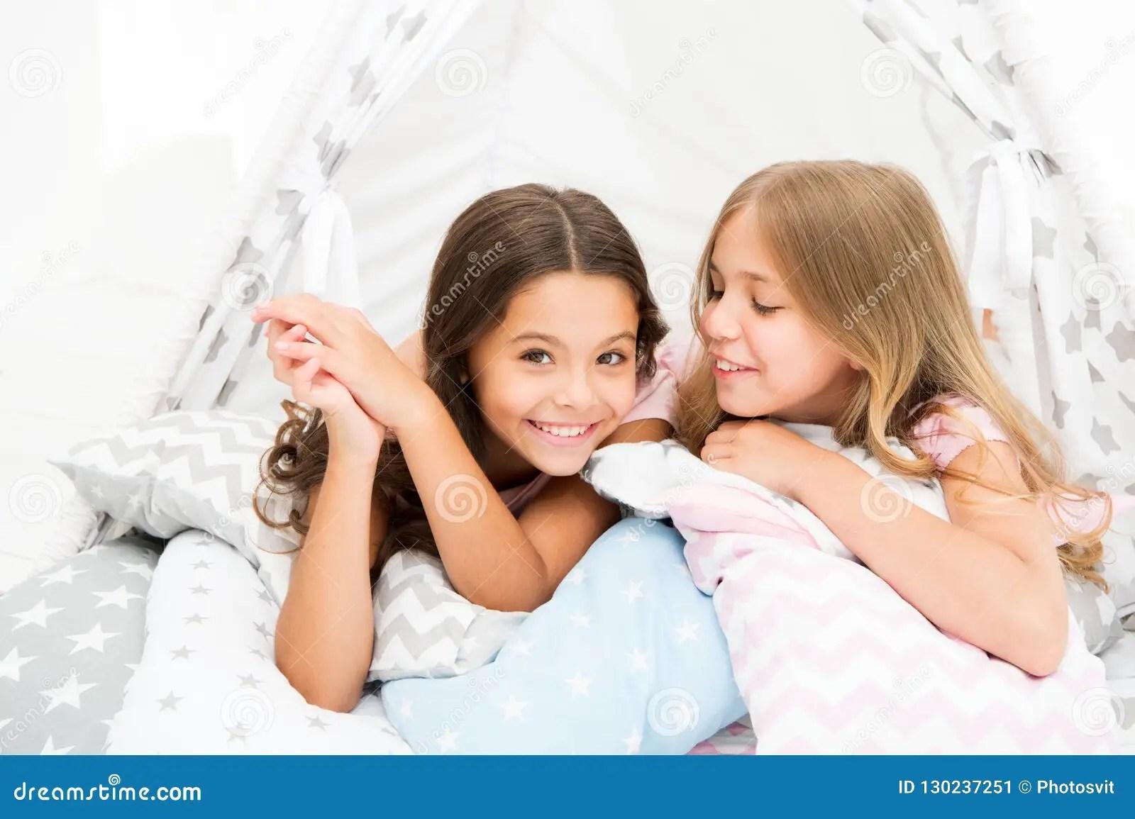 sisters share gossips having