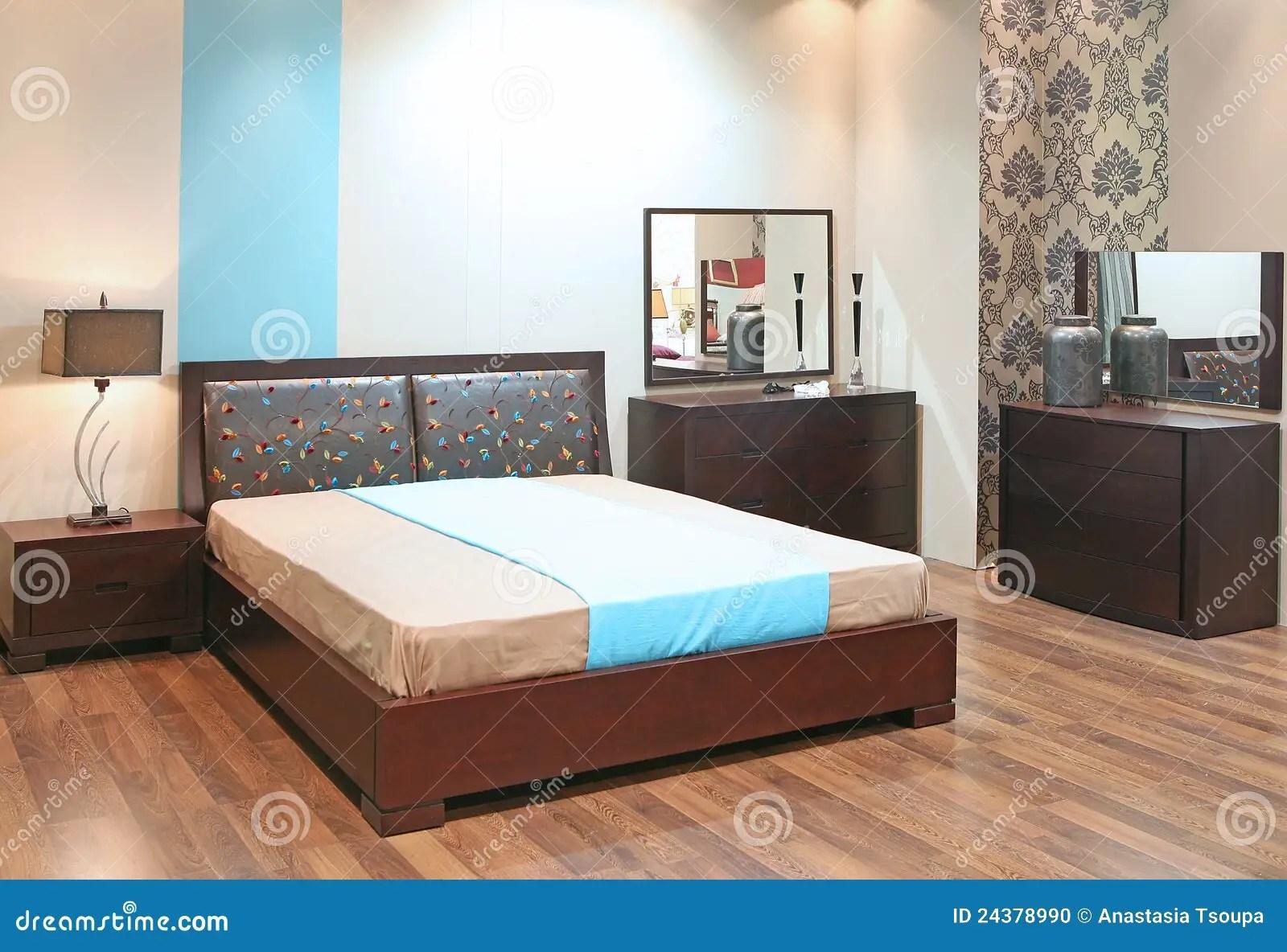 Slaapkamer Met Houten Vloer Stock Foto  Afbeelding