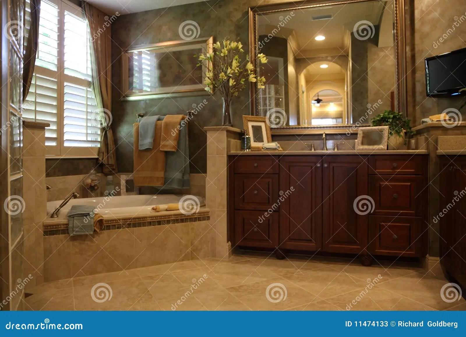 Sala Da Bagno Lusso : Bagno lusso bagno travertino lusso sitem italia