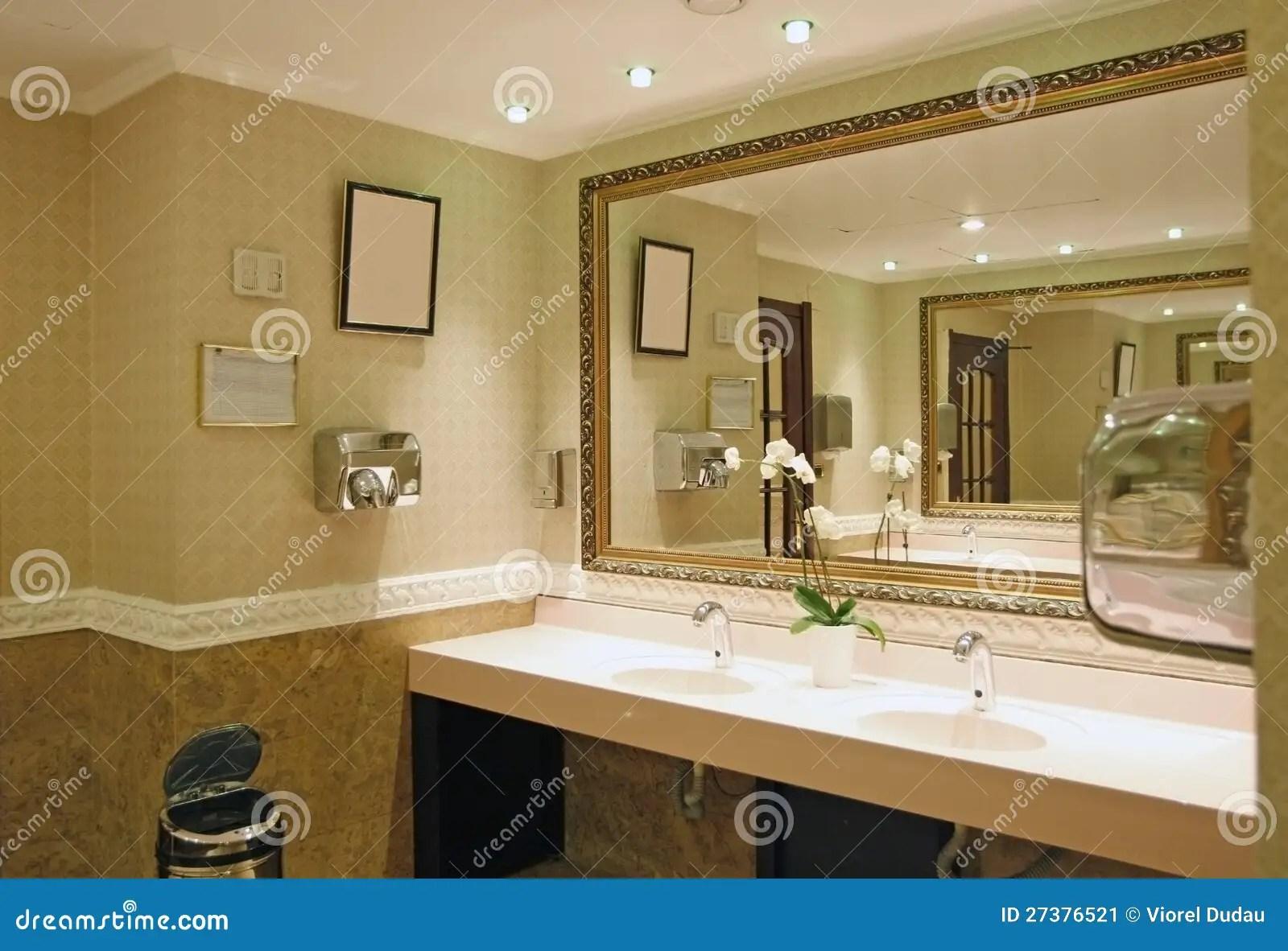 Stanza da bagno di lusso immagine stock Immagine di hotel