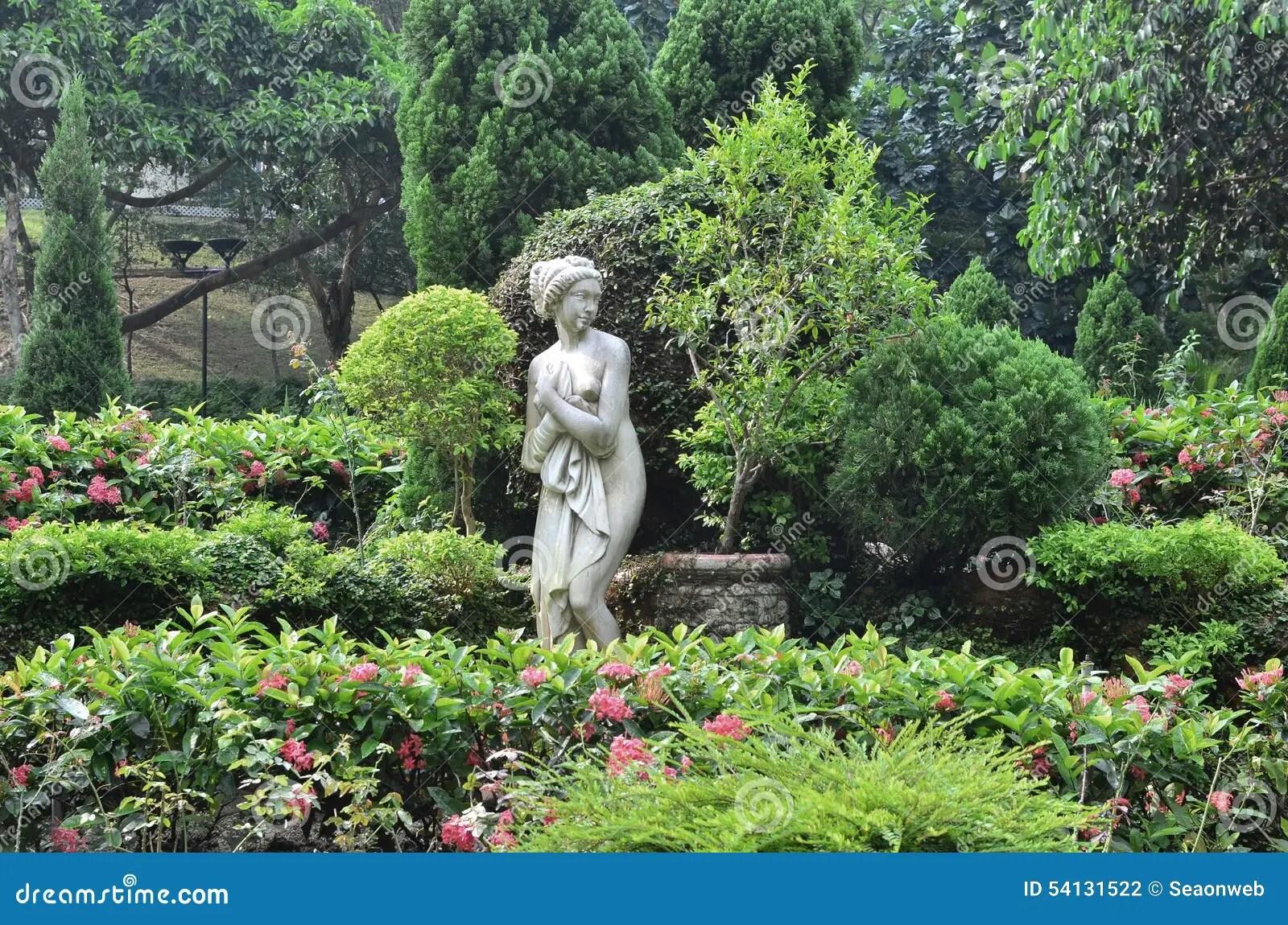 Tavoli Da Giardino In Cemento Prezzi.Statue Da Giardino Prezzi Statua Di Cavallo Toro E Sculture Di