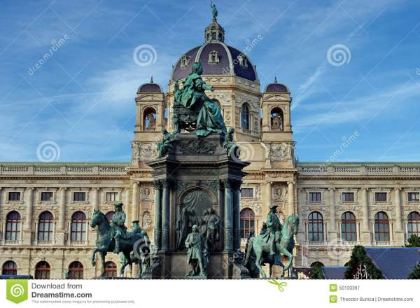 Statue Of Maria Theresa And Museum Natural History