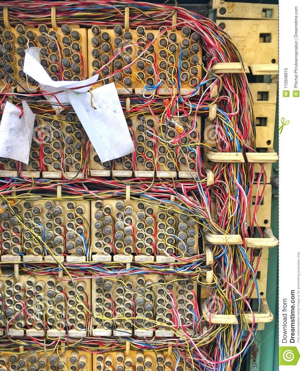hight resolution of telephone exchange circuit and system in the cabinet control with messy copper wire jumping on the board