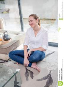 Barefoot Teen Living Room Related Keywords & Suggestions