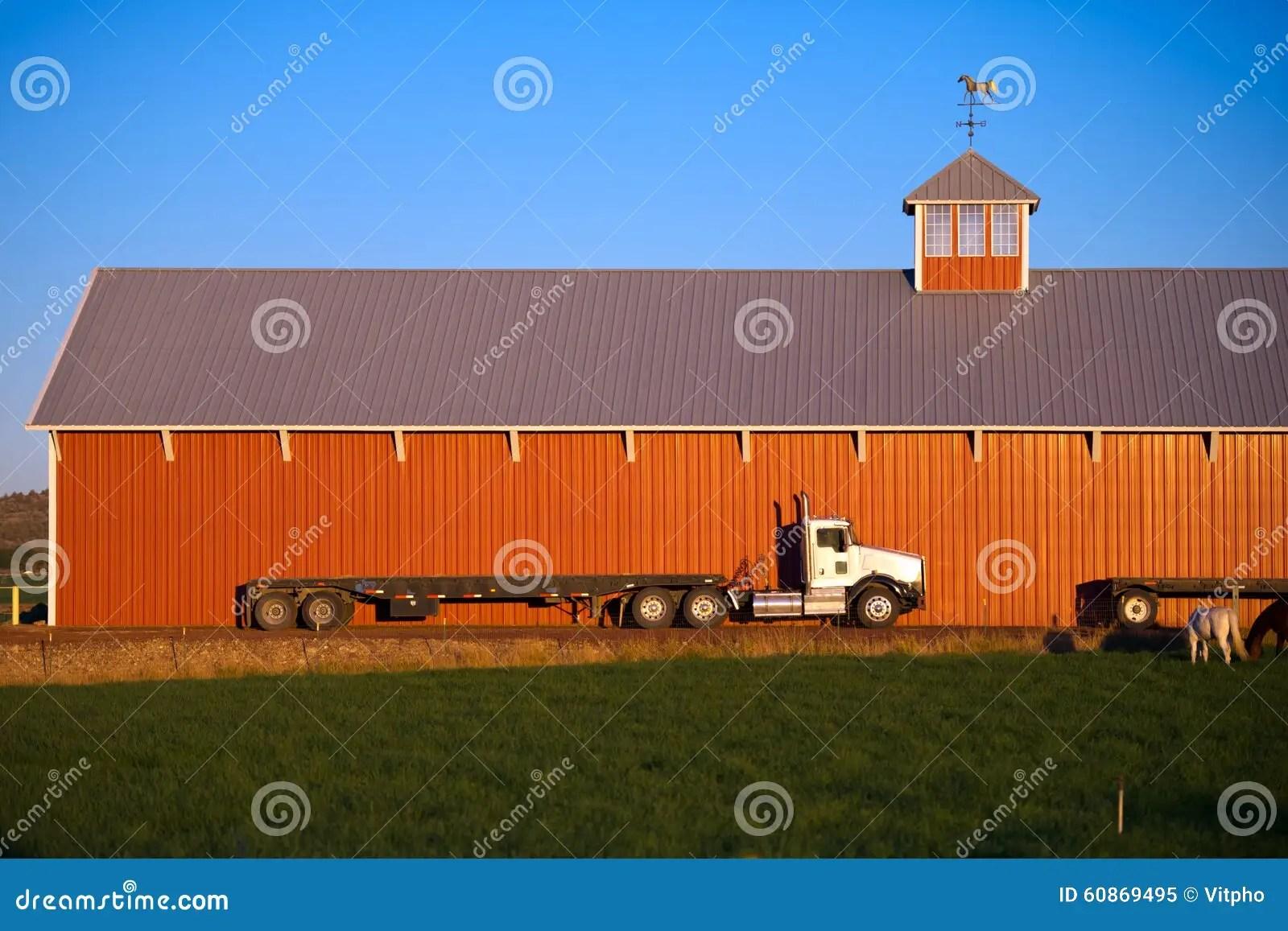 troquez semi l ecurie rouge de grange de chevaux de remorque de couche horizontale