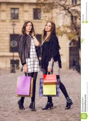 shopping models two bags outside walking young stylish modelli compera due moda outfits posing einkaufen modelle zwei mode depositphotos fall