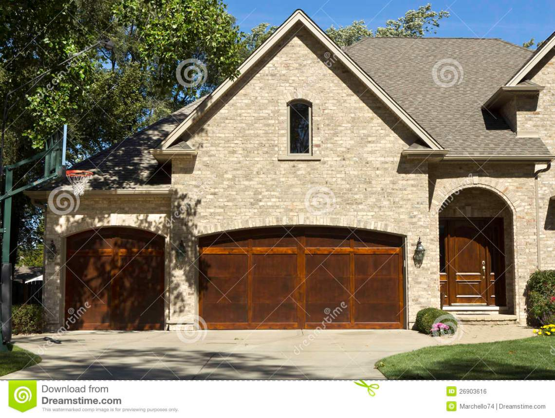 American Garage Home - typical-american-house-two-door-garage-26903616_Good American Garage Home - typical-american-house-two-door-garage-26903616  Gallery_275567.jpg