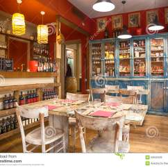 Italian Bistro Kitchen Decorating Ideas Tables For Small Spaces Typisch Italiaans Restaurant Bologna Redactionele Stock
