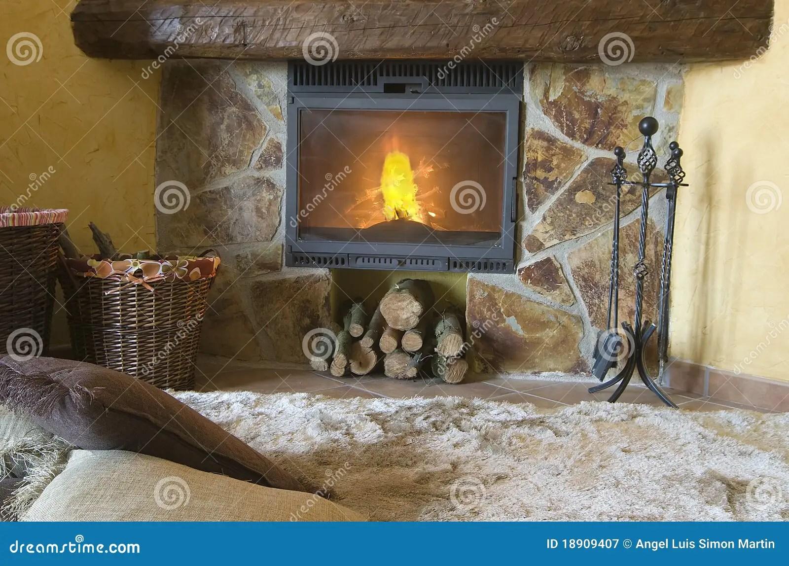 un tapis interessant par la cheminee image stock image du interessant tapis 18909407