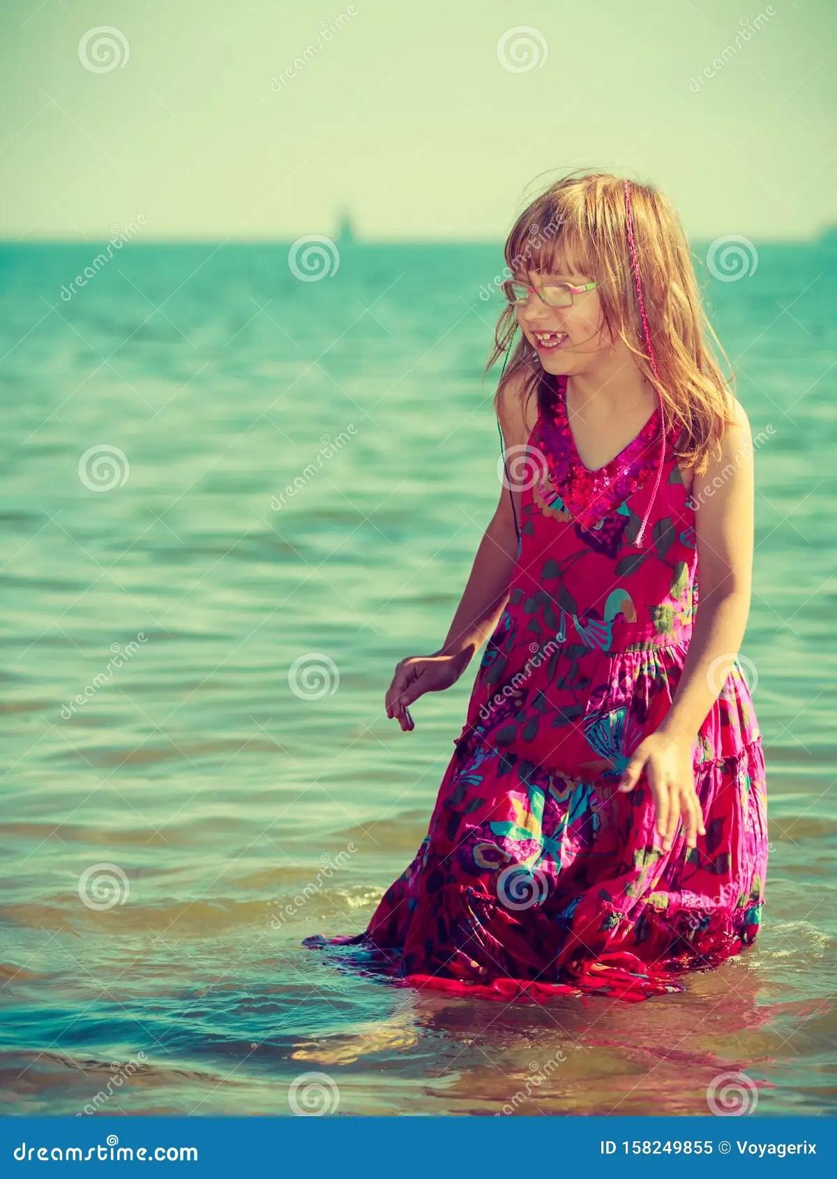 La Jeune Fille De L'eau : jeune, fille, l'eau, Jeune, Fille, Vêtue, Jouant, L'eau, Image, Stock, Vêtue,, Robe:, 158249855