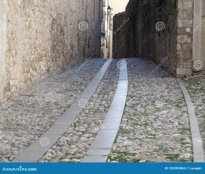 medieval road cobblestones urban slabs granite buildings ancient tussen keien stedelijke gemaakt middeleeuwse gebouwen oude weg wordt achtergrond between