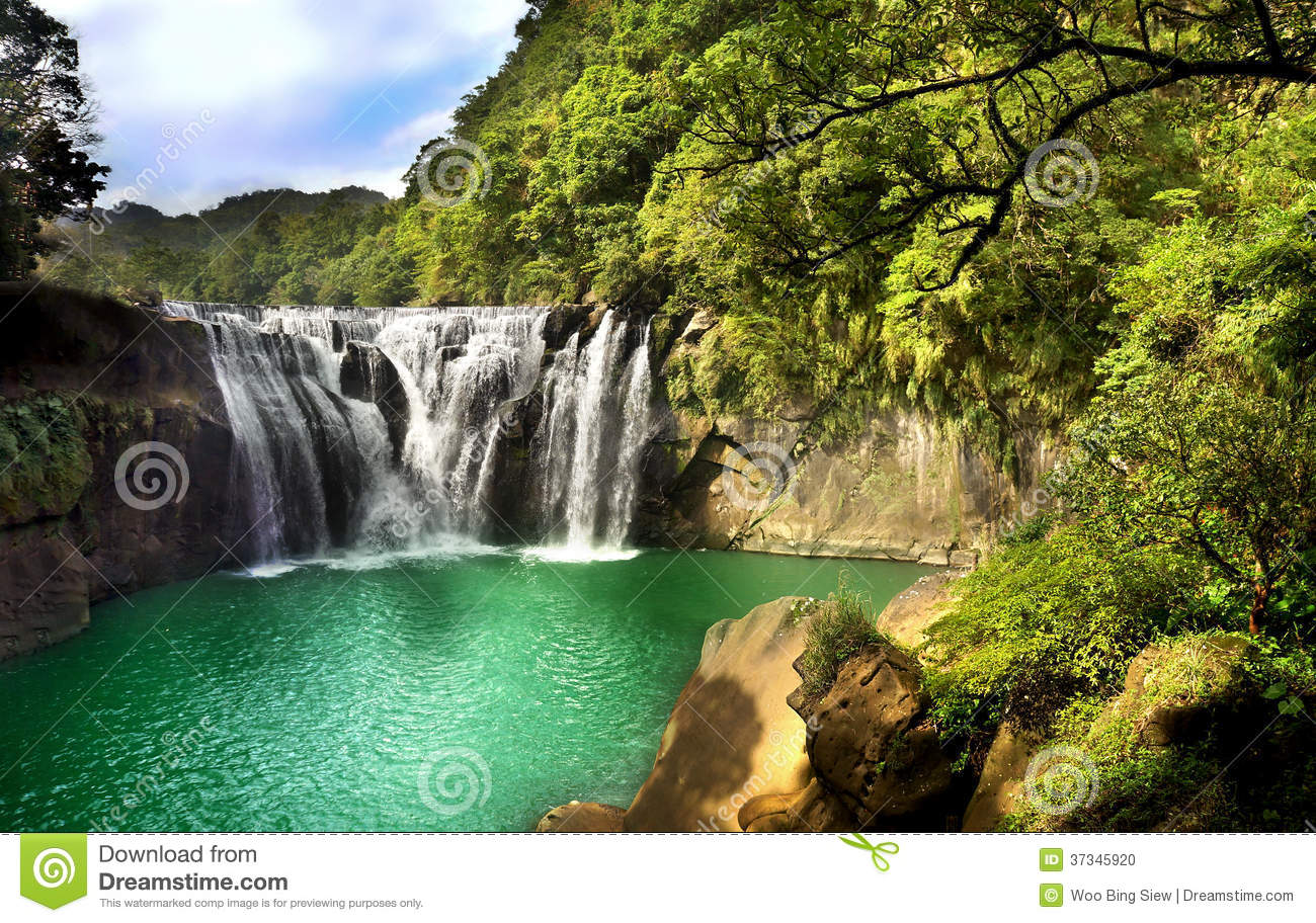 Nove Ber Fall Wallpaper For Computer Waterfall Scenery Stock Photo Image Of Park Taipei