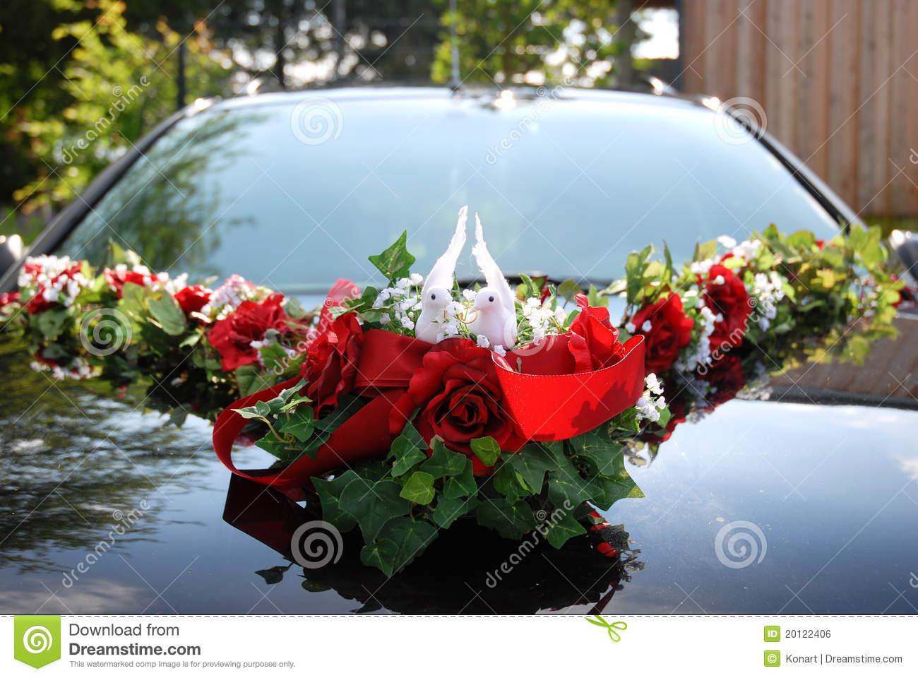 Wedding Car Decoration Of Two White Doves Royalty Free