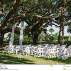 Green Lawn Chairs Ultra Comfort Lift Wedding Ceremony Alter Under Oak Tree Stock Image - Image: 34210991