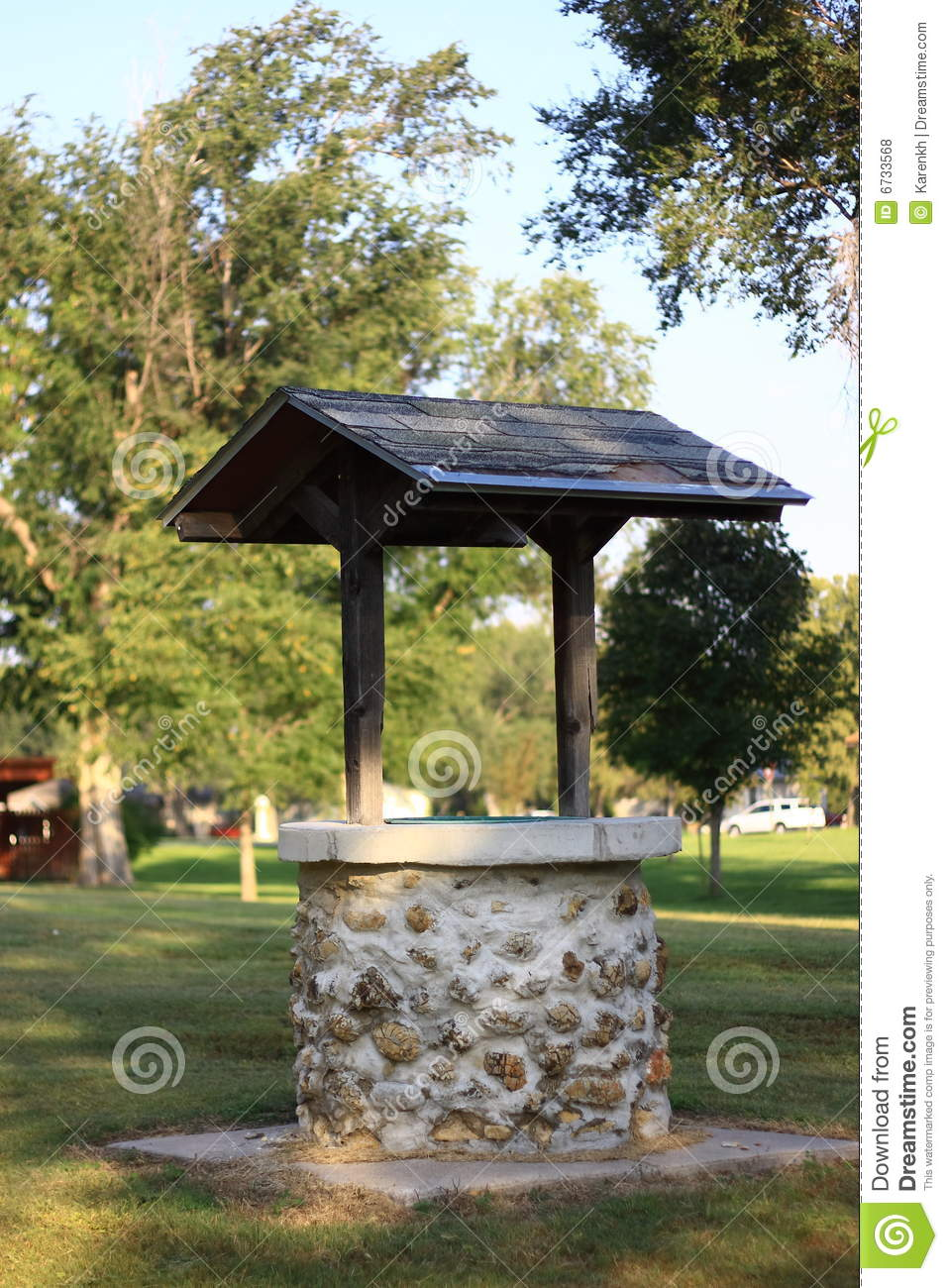 Wishing Well In City Park Stock Photo Image Of Green 6733568