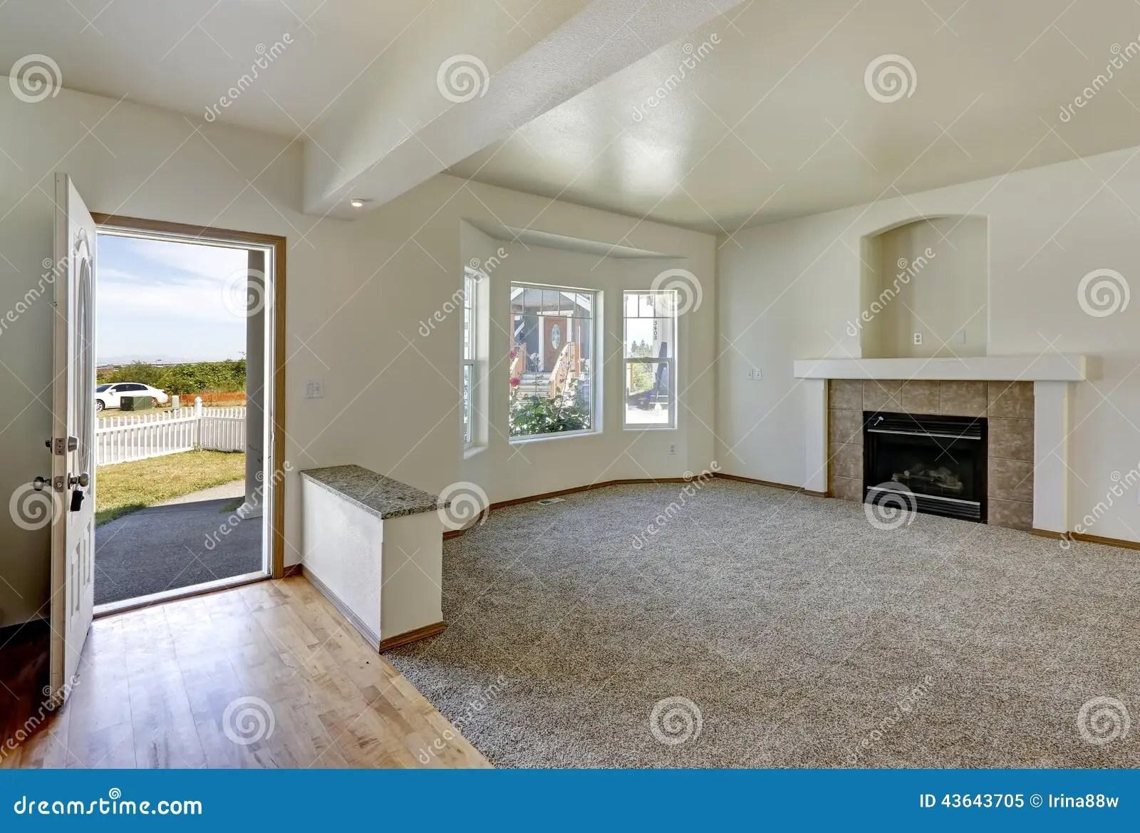 wohnzimmerinnenraum im leeren haus stockbild bild von haus wohnzimmerinnenraum 43643705