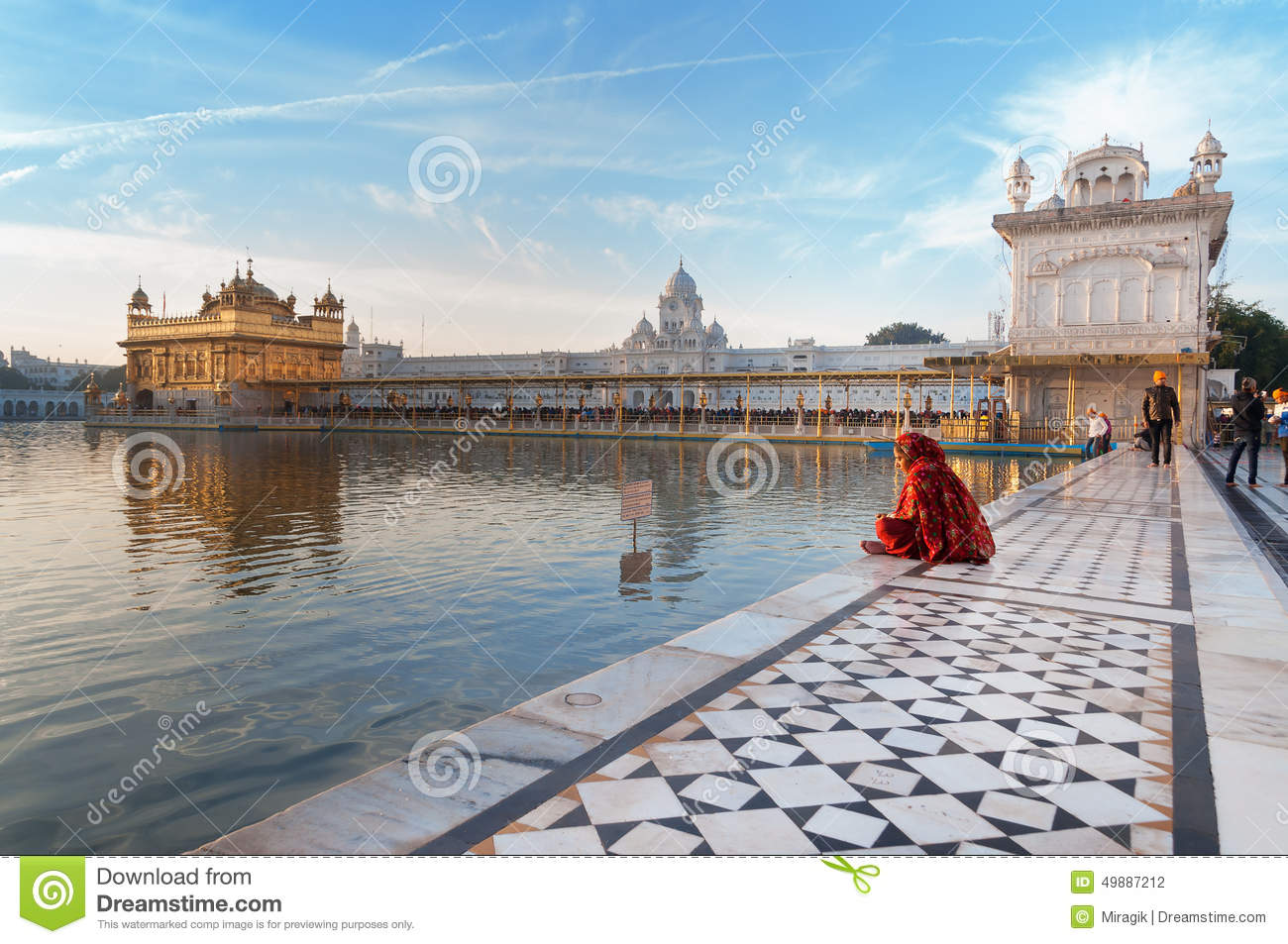 Amritsar 3d Wallpaper Woman In A Red Saree Sits And Pray In Golden Temple In The