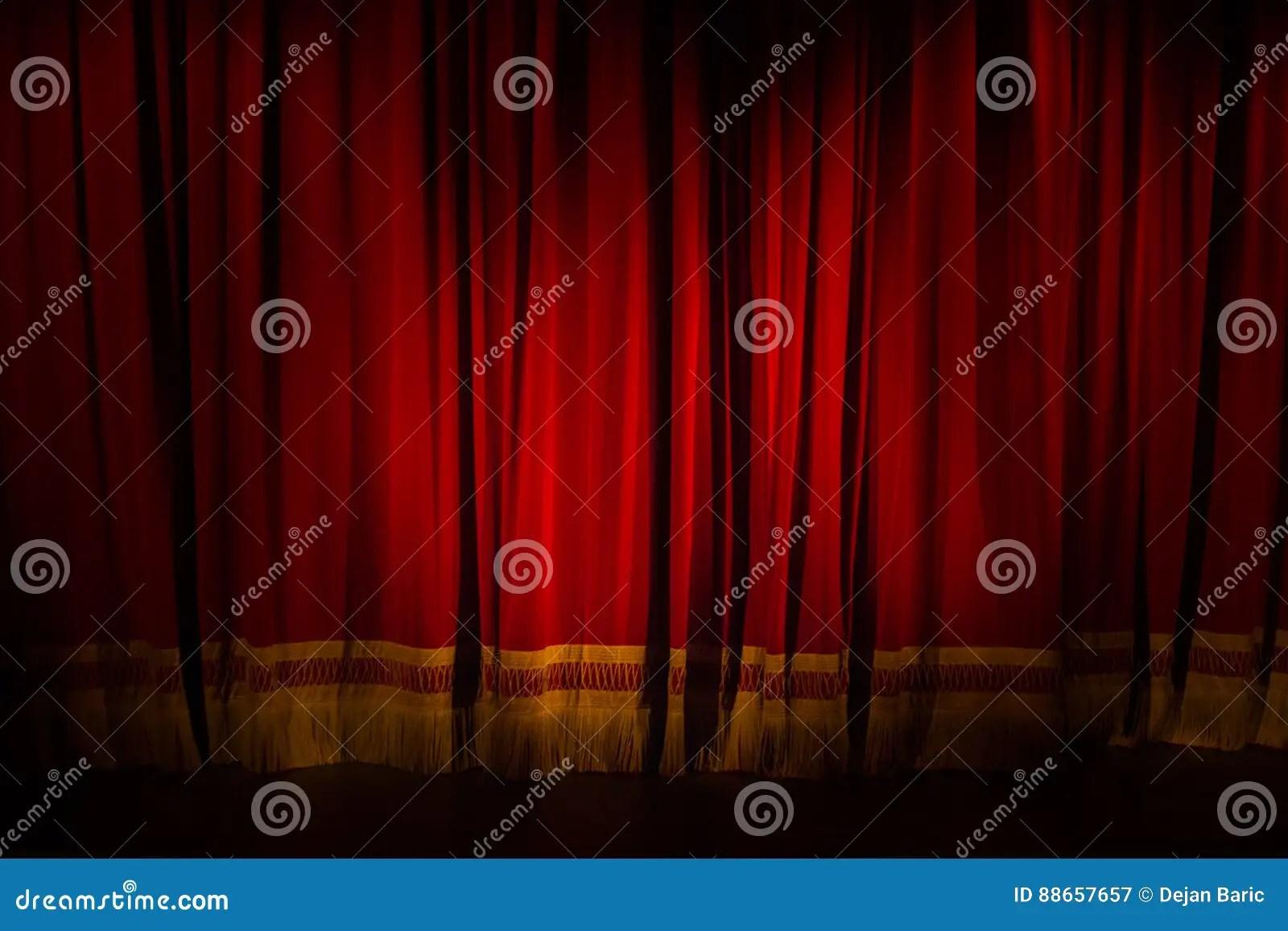 zagreb croatie marche 14 2017 rideau rouge abaisse en theatre a image stock image du rouge croatie 88657657