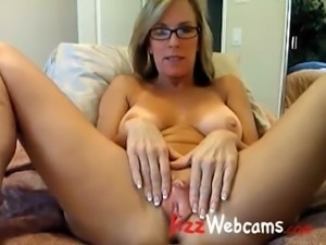 large labia lips leila big pussy  wet and puffy 02