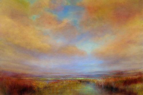 Farben des Lichts mit goldenen Wolken
