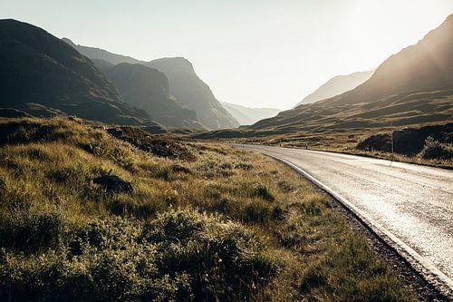 De weg door de prachtige natuur van Glencoe