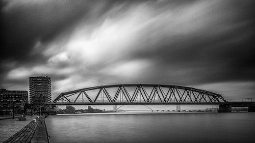 Spoorbrug Nijmegen (zwart / wit)