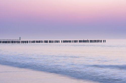 Purple haze na zonsondergang bij Domburg aan zee