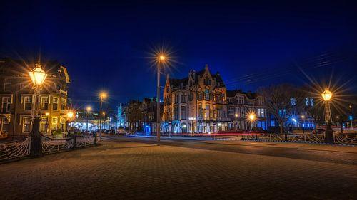 Hotel Molendal in Arnhem tijdens het  blauwe uur liggend