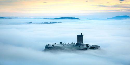 Chateau Polignac in de ochtendmist