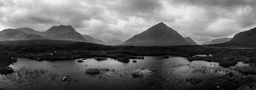 Zwart wit panorama van de Schotse Hooglanden