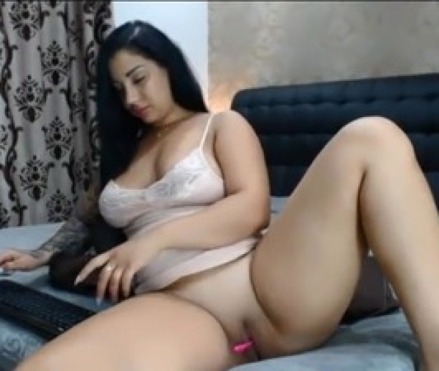 Sexy Amateur Girl Shows Pussy