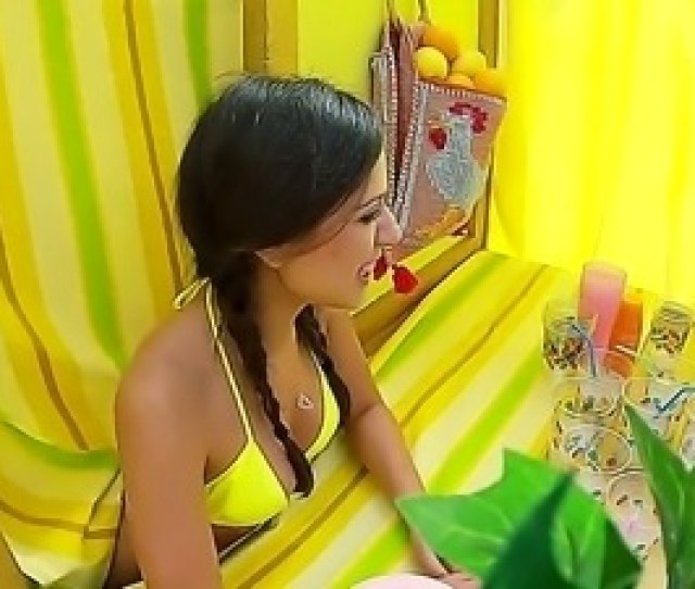 Lemonade Stand With Jynx Maze Was Designed To Bring Her Double Pleasure With