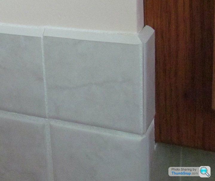 tiling external corner with mitres