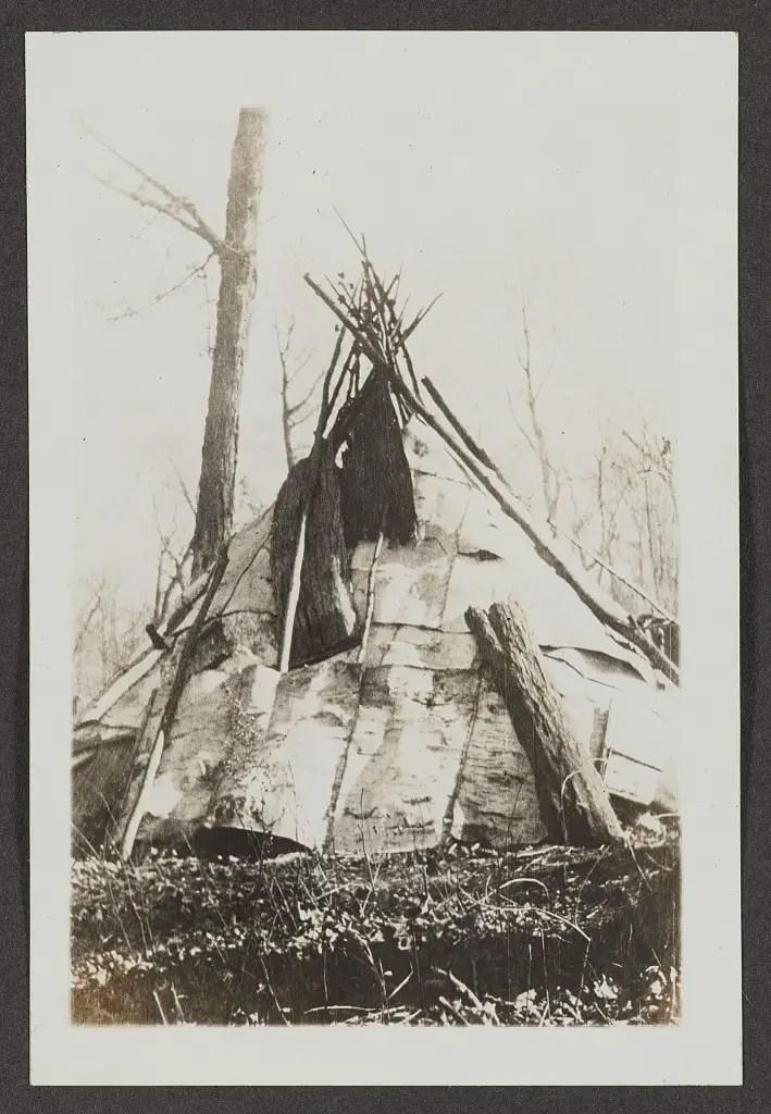 Michigan Indian - Birch Bark Wigwam - Like used by chief standing oak