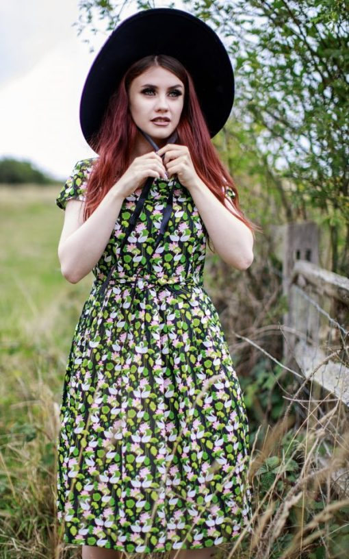 Run & Fly - Sweetheart Swans Dress