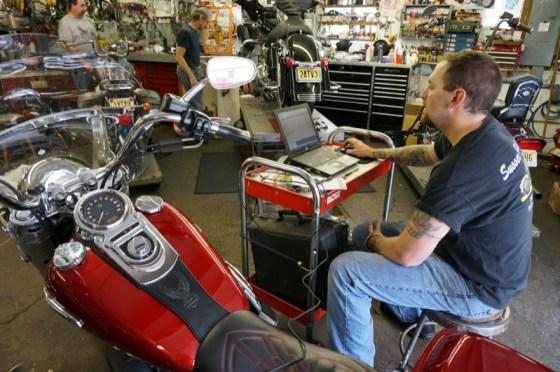Lead tech Matt Lipttak displays the bike's typical RPM range by using the TMax Tuner Software
