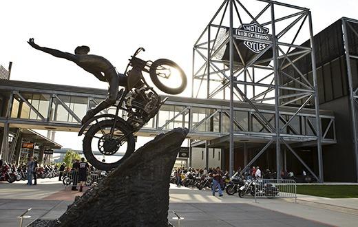 Harley-Davidson-Hill-Climber-Statue-at-the-Harley-Davidson-Museum