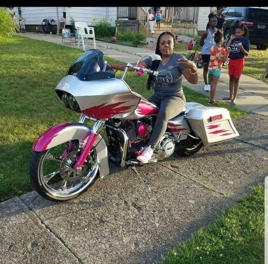 Lisa Lewis Women Who Ride Harley-Davidsons
