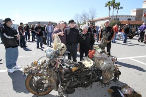 Smitty Rat describes his rat bike entry at the H-D Ride-In Show while Willie G. and Nancy Davidson admire Smitty's handiwork