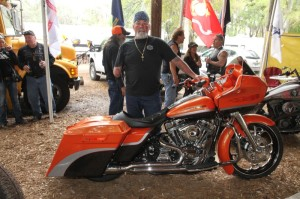 Bike show entrant James Mead modified his 2000 Road Glide with a left-hand throttle and linked brakes to accommodate his arm amputation that occurred at age 5