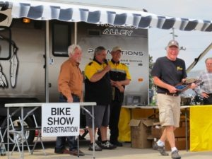 John Parham and Tony Rusteberg present Robert Westercamp with the award for Best of Show