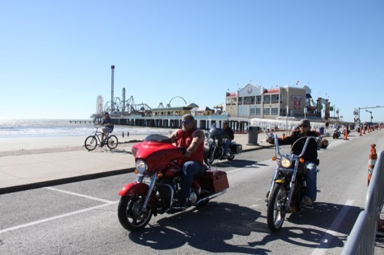The ride along Seawall Boulevard includes the Gulf and the amusement park at Pleasure Pier