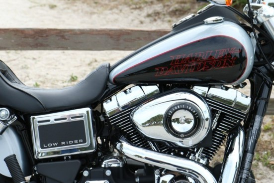 The 103 Twin Cam motor pumps out 99 ft/lbs of torque, more than ample for the bike's 644-pounddry weight
