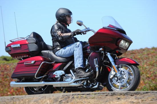 The CVO Road Glide Ultra comes loaded with Tour-Pak, lower fairings and an extended windscreen