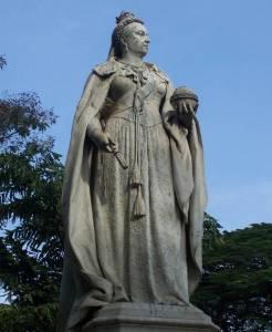 Queen_Victoria_Statue_in_Bangalore