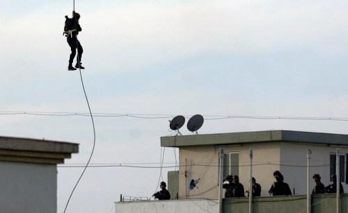 Commandoes at nariman - Reuters-Stringer